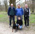 Dani, Beni und Roland, (v.l., stehend), Judith (1'te Reihe kniend, mit Hund)