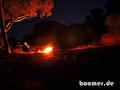 Abends am wärmenden Feuer