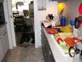 Die Vorbereitungen für's Grillen sind sozusagen hundsgemein, ...