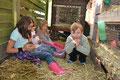 Kinder im Hasengehege 2012