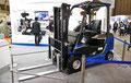 トヨタ:世界初の量産燃料電池フォークリフト