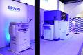 エプソンは、使用済みの紙から新しい紙を生み出すオフィス製紙機「PaperLab」を展示