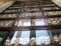 Gegen das Vergessen - Die Schädel der Opfer im Inneren der Stupa ...