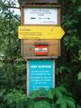 Direkt gegenüber dem kleinen Parkplatz begann auch schon der zum Riednersee, Seekoppe und Hochrettelstein führende Wanderweg Nr. 940.