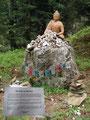 """… zur nächsten Attraktion, die Skulptur des Buddhas mit der Hinweistafel """"Der Weg der Mystiker"""". Es war schon recht nett, was einem da geboten wurde."""