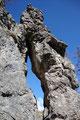 Einige Meter unterhalb dieses Felsenfensters …