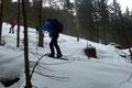 Rasch wurde dieser mäßig steile bewaldete Hang in einigen Kehren überwunden und …