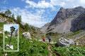 """Wenige Meter weiter des Weges verwies ein sonderbar anmutendes Schild zu einer """"Telefonzelle"""". Nein Spaß beiseite, links von uns auf der kleinen Anhöhe befand sich die Bergwachthütte."""