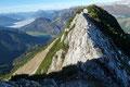 Dabei musste eine kurze, doch etwas luftige, mit Drahtseil versicherte Passage überwunden werden. Für jeden erfahrenen Alpinisten stellt dies wahrlich keinerlei Problem dar … und für mich selbstverständlich auch nicht!