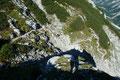 Vom Röllsattel weg zog sich der Steig in steilen Serpentinen in eine steinige Geröllwüste hinunter.