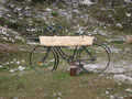 """Kurz vor dem Plateau des Feuerkogels beim Eingang der Naturfreundehütte ein letztes Andenken an den """"Feuerkogel Downhill Bikepark"""""""