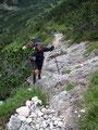 Eines der wenigen Fotos auf dem mann erkennen kann wie steil es eigentlich manchesmal nach oben ging. Hier seht Ihr Bergfex Andi in Aktion.