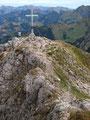 … zum Gipfelkreuz des 2027m hohen Stadelsteins an.