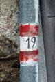 Sogar am Abflussrohr der Dachrinne war hier die 19er Wegmarkierung zu sehen.