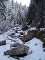 Die immer tiefer werdende Schneedecke stellte aber jedenfalls kein größeres Hindernis dar. Wir marschierten steigsicher weiter über die darunterliegenden Felsen.