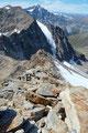 Nach der ausgiebigen verdienten Gipfelrast, einem Sonnentanken pur auf 3521m über dem Meeresspiegel führte mich die Abstiegsroute auf selbem Wege  über den Grat zurück und …