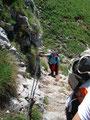 Nun galt es die gut gesicherte, jedoch etwas ausgesetzte Passage im Fels zu überwinden.
