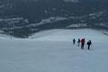 … setzten zum kräfteschonenden Talsprint an. Immer noch stürmten massenhaft schweißgebadete und keuchende Tourengeher dem beliebten Gipfelziel entgegen.