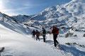 … folgte den bereits ausgetretenen Schneeschuhspuren …