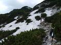 Nach wenigen Metern des bergauf und bergab wanderns trafen wir auch schon auf die ersten Schneefelder dieser Tour.