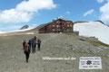 Nachdem der Blockkarkees am unteren Ende überquert worden war, stiegen wir letztendlich in einigen steilen Kehren zur Oberwalderhütte (2972m) an. Der erste (vermutlich leichtere) Tag war geschafft!