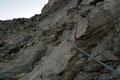 … einer neuerlichen mit Drahtseil versicherten Kletterstelle, welche …