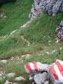 Viel mehr aufpassen hieß es an dieser Stelle. Der Steig war erdig, nass und die abgespeckten Steine äußerst rutschig.