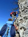 Aber schon kurze Zeit später waren die nächsten Kletterpassagen zu überwinden. Einer nach dem Anderen meisterte auch diese Passage  exzellent und sicher.