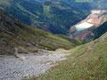 Wie eine riesige Schlange schlängelte sich der Wandersteig den Berg hinab.