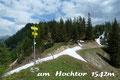 … wanderten gemächlich dem leicht abfallenden Steig über einen breiten Rücken in östliche Richtung zum Knotenpunkt am Hochtor (1542m).