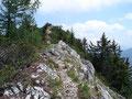 Oben angekommen marschierten wir rechts der Eibenbergschneid entlang Richtung Gipfelkreuz