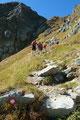 Je näher wir der Rinne kamen, desto mehr steilte auch der Bergsteig an und …