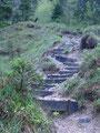 … einigen Stufen ging es nun hurtig steil nach oben.
