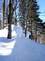 Immer wieder passierten wir solch wunderschöne Formationen aus Schnee und Fels.