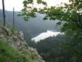 Ein Stück weiter des steilen ausgesetzten Weges ein herrlicher Blick auf den hinteren Langbathsee