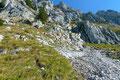 … über Schutt, Geröll  und Felsbänder weiter bergan.