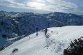 Im Anschluss daran folgten wir unseren Aufstiegsspuren zurück in die Scharte unterhalb des Gipfelaufbaus.