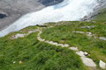… es hinterher den mit Steinplatten ausgelegten Serpentinen der Breitleite weiter abwärts ging.