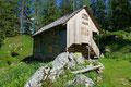 … bis zur darunter gelegenen Scharwandhütte talwärts.