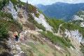 … folgten dem einfacheren Ostanstieg durch Latschengassen flotten Schrittes bergab.