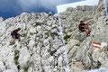 """Beim darauffolgenden """"Drahtseilakt"""" kam schon ein wenig  Klettersteigfeeling hoch.  Es machte einfach einen Riesenspaß im Fels herumzuturnen!"""