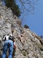 Vor mir stiegen noch zwei weitere Bergsteiger ein. Recht wohl fühlte sich die Dame nicht war zu beobachten, dennoch kletterte sie weiter.