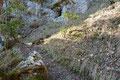 In unzähligen langgezogenen Serpentinen schraubten wir uns den immer steiler werdenden Berghang empor.
