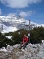 Sabine am Gipfel des 1964m hohen Eisernen Bergl mit dem im Hintergrund liegenden Warscheneck.