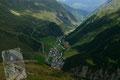… zur kleinen Aussichtsterrasse über Vent. Beeindruckend und äußerst fotogen präsentierte sich demnach auch der Tiefblick auf das kleine Bergsteigerdorf.