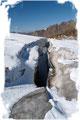 Ein Blick in die scheinbare Unendlichkeit der Gletscherspalten lässt einem immer wieder die Gänsehaut über den ganzen Körper rieseln.