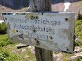 Hier teilte sich der Weg nach links zur Eisenaueralm und rechts zum Mittersee und Mönichsee. Wir aber folgten dem rechten Weg.