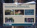 """Wieder zierte ein Hinweisschild mit dem Vermerk """"Naturschutzgebiet Warscheneck Nord"""" den Wegverlauf."""