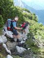 ... einen steinigen und an manchen Stellen ausgesetzten Steig Richtung Rieder Hütte entlang.