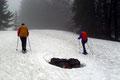 Und somit kam man in den Genuss des Schneeschuhwanderns. Na gut, was bei diesen Bedingungen vielleicht etwas übertrieben wirkte. Zumindest hatten wir Spaß dabei und folgten dem 19er weiter entlang, …